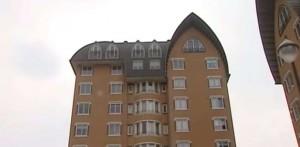 In den obersten zwei Stockwerken dieses Appartment-Komplexes wohnen Putina und Faassen