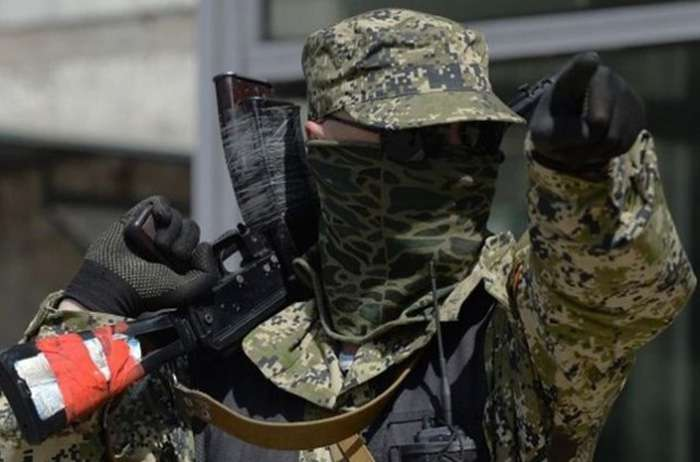 Так начинается бунт пенсионерка в глаза вооруженному боевику ЛНР заявила – Ты убийца и вор