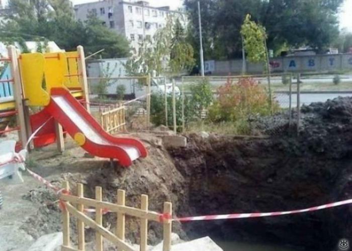 Экстремальная горка в обычном дворе, где-то в России