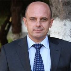 Поединок - главный коррупционер страны люстрированный, но всеравно продолжающий своё дело...